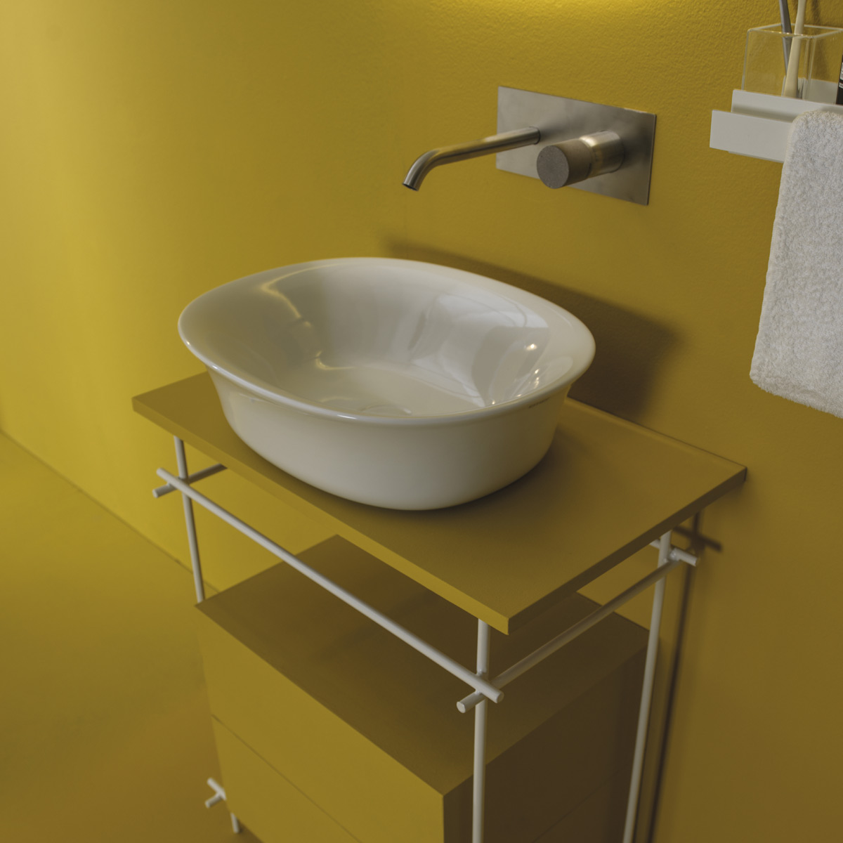 Sit-on washbasins